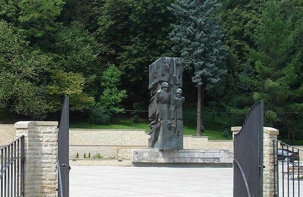 Поляки демонтировали памятник Благодарности Красной армии