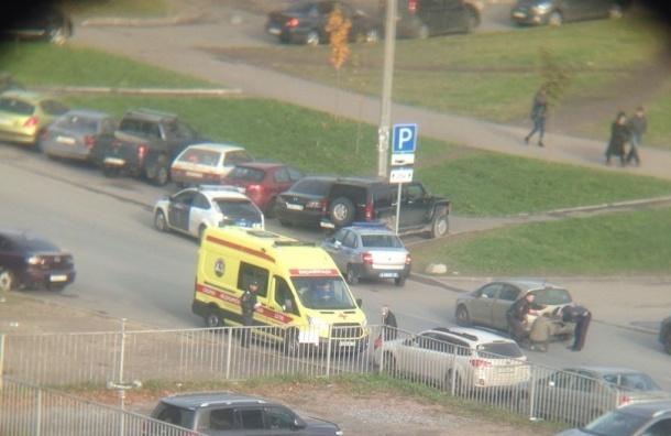 Иномарка сбила ребенка на Туристской: пострадавший скрылся во дворах