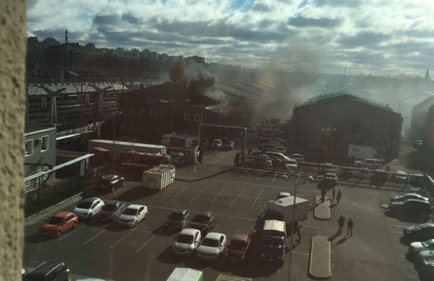 Кадры серьезного пожара на Лиговском проспекте попали в Сеть