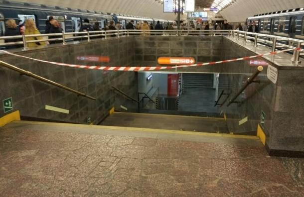 «Спасскую» и «Садовую» закрыли на вход и на выход
