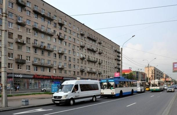Петербургских водителей подвинут «общественные коридоры»