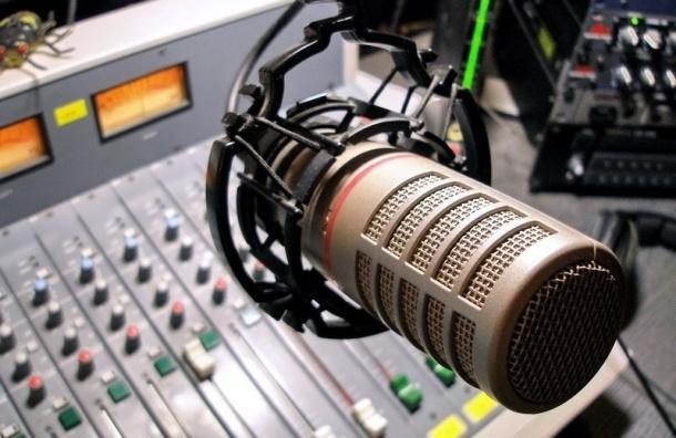 Жительница Британии в эфире радио попросила прекратить антироссийскую пропаганду