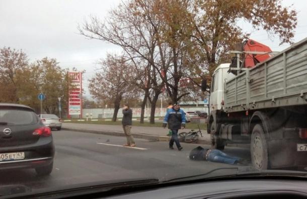Грузовик сбил велосипедиста на Лиговском проспекте