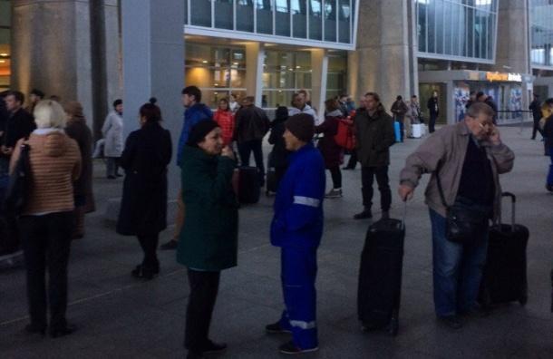 «Заминированный» аэропорт «Пулково» эвакуируют