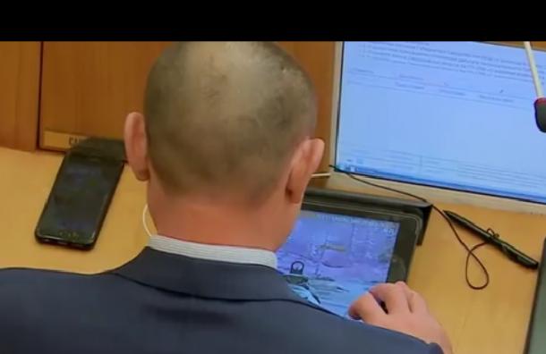 Депутат от «Единой России» во время заседания играл в онлайн-игры