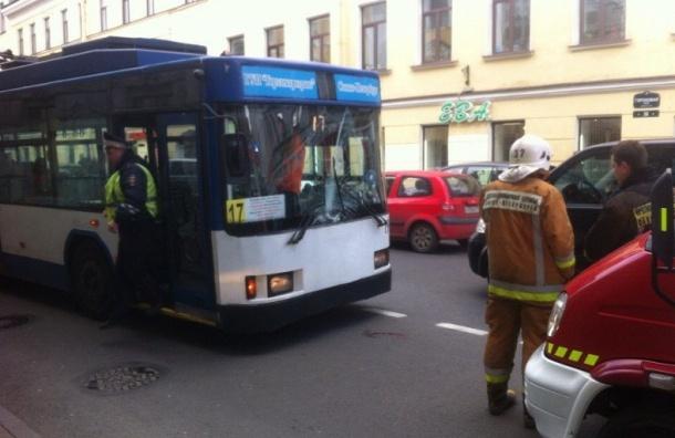 НаГороховой невнимательный пешеход угодил под троллейбус