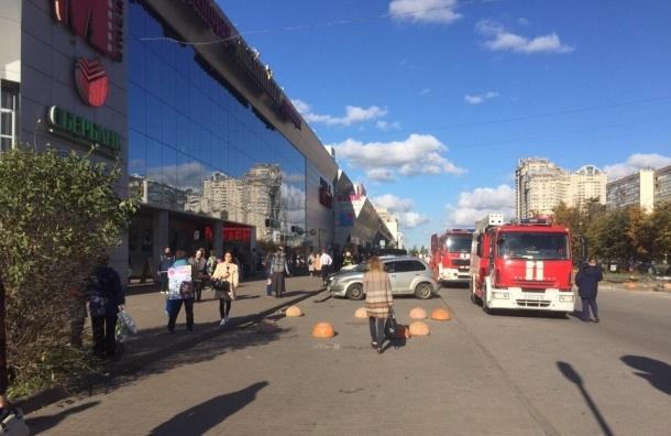 Очевидцы рассказали о пожаре в ТРК «Вояж» в Озерках