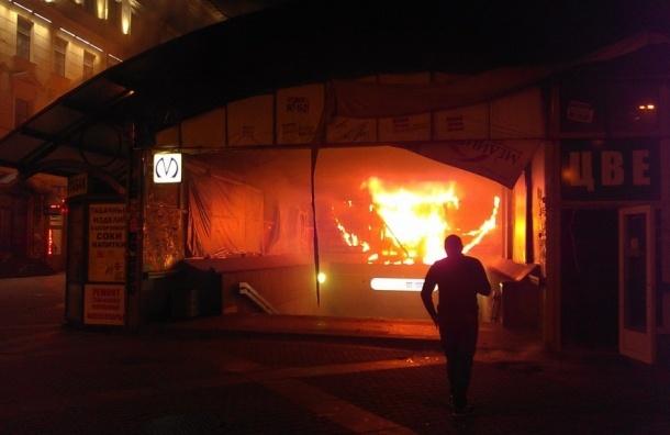 Предназначенный под снос павильон сгорел на Сенной