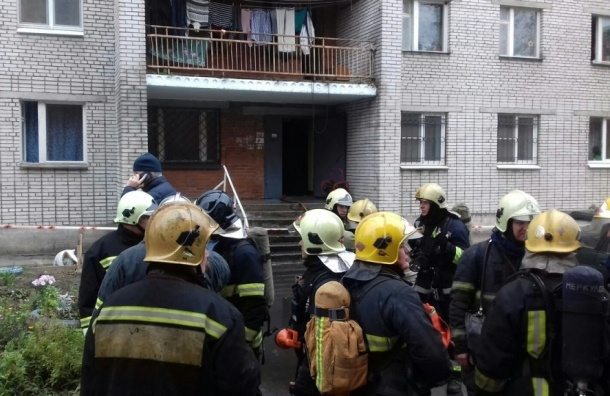 Рабочих наградят за спасение людей из горящего дома на Маршала Блюхера