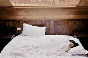 Ученые: люди стали меньше спать