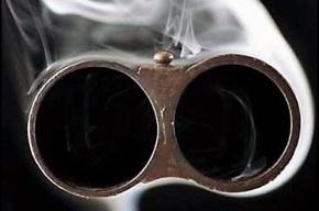 Петербуржец, выпив, начал палить из ружья в потолок квартиры