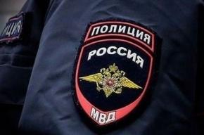 Накрытые одеялом трупы мужчин нашли в гараже в Петергофе