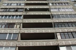 Девочка-подросток выпала из окна третьего этажа в Петербурге
