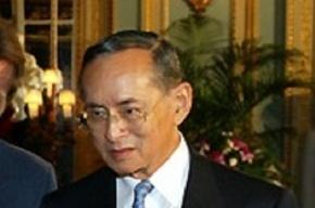 Таиланд погрузился в годовой траур по умершему королю