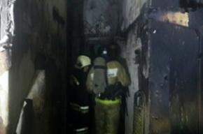 Спасатели эвакуировали из-за пожара жильцов дома на Искровском проспекте