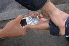 Житель Подпорожья, угрожая шилом, отобрал телефон у школьницы