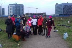 Петербуржцы посадили рябины на спорном участке парка 300-летия