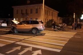 Mazda и BMW сошлись в лобовом столкновении в Петергофе