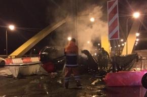 Volvo врезалось в бетонную опору на КАД, погиб мужчина