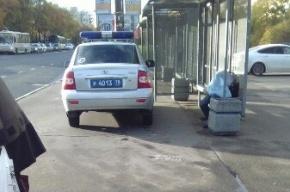 Мужчина скончался на остановке на улице Зины Портновой