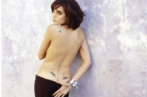 Снимки обнаженной 21-летней Анджелины Джоли опубликовали в Сети