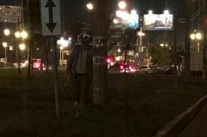 Страшный клоун с вантузом гуляет по Фрунзенскому району