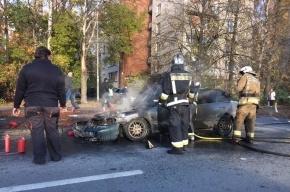 Машина загорелась на улице Верности