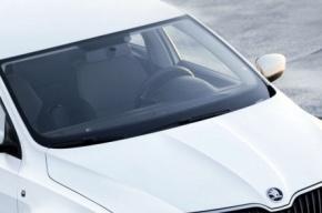Четыре машины Skoda украли из салона на Витебском