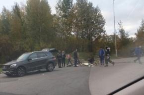 Mercedes на Савушкина сбил велосипедиста