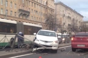Массовое ДТП на Стачек спровоцировало пробку в районе «Автово»