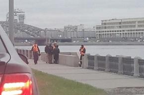 Молодой мужчина прыгнул с моста Александра Невского в Неву