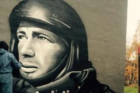 Коммунальщиков попросили закрасить граффити с Моторолой