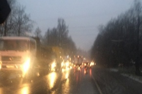 «Гигантская» пробка из автомобилей собралась в сторону Янино