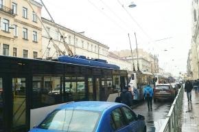 Движение троллейбусов по Среднему проспекту В.О. приостановилось