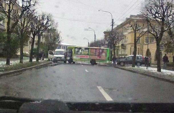 Двое пострадали после ДТП с маршрутками в Пушкине