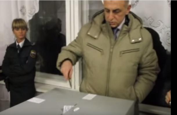 Вице-спикер Заксобрания Петербурга ударил и оскорбил журналистку «Новой газеты»