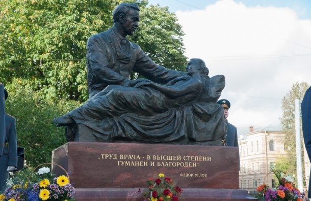 ВПетербурге открыли монумент хирургу Федору Углову