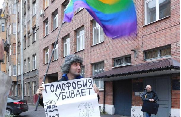 ЛГБТ-активиста избили и задержали во время акции в Петербурге
