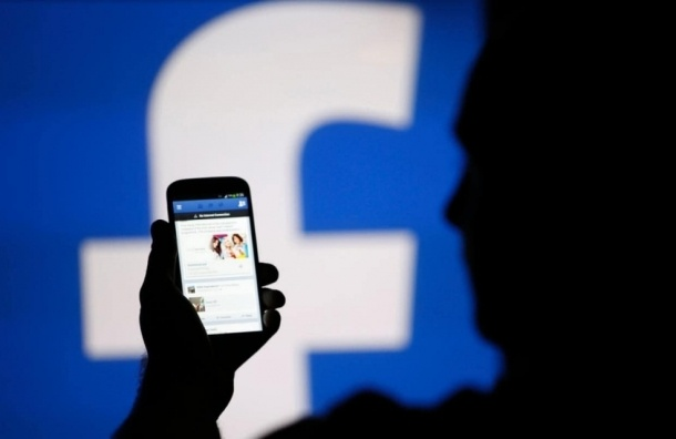 Житель Петербурга требует через суд запретить Facebook в России