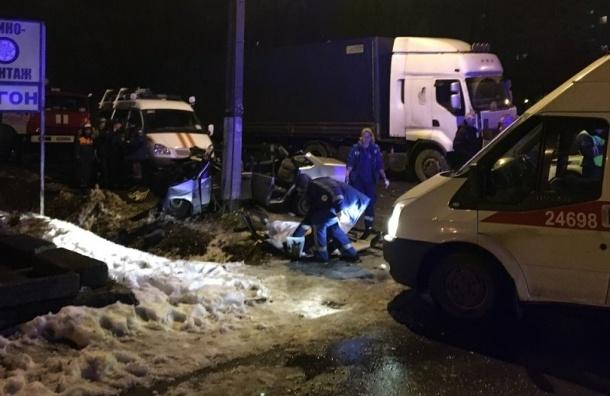 Один человек умер итрое пострадали вДТП сфурой вМеталлострое