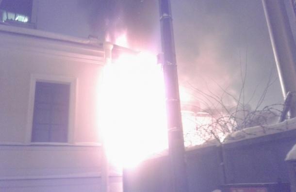 Пожарные потушили горящие бытовки на набережной Адмирала Лазарева