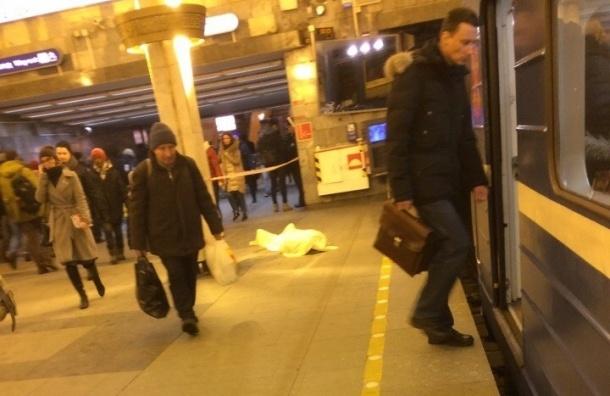 Пожилой пассажир скончался на станции «Ладожская»
