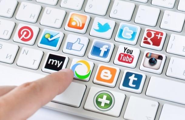 Петербургский депутат от «Единой России» хочет, чтобы коллеги отчитывались о страницах в соцсетях