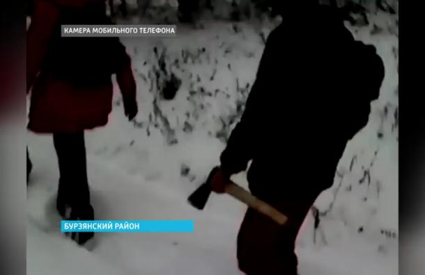 Башкирским школьникам выдали топоры, чтобы ходить в школу