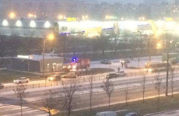 Гололед и снег собирают мелкие ДТП в Петербурге
