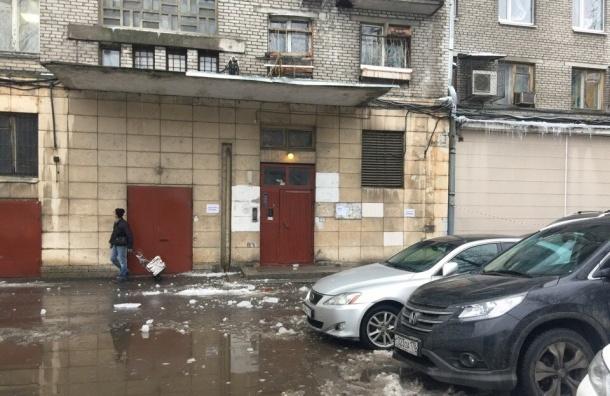 Власти рассказали, кто хуже всех убирает снег и наледь с крыш