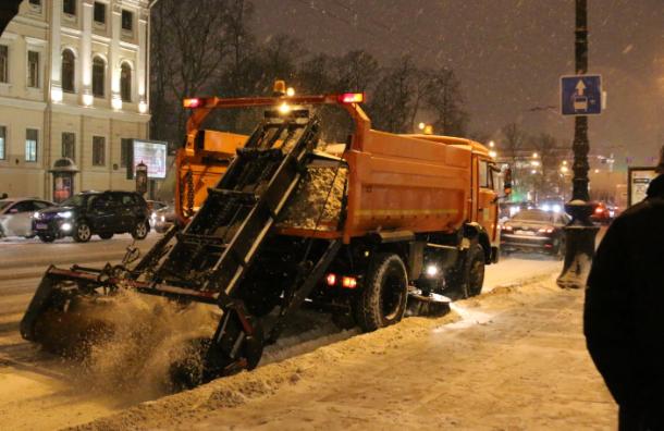 Последствия снежного шторма в Петербурге устраняли 850 снегоуборщиков
