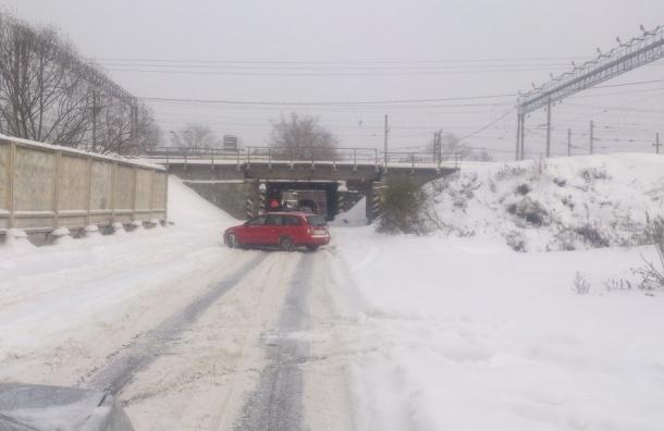 МЧС: снежный накат и гололедица ждет петербуржцев в среду