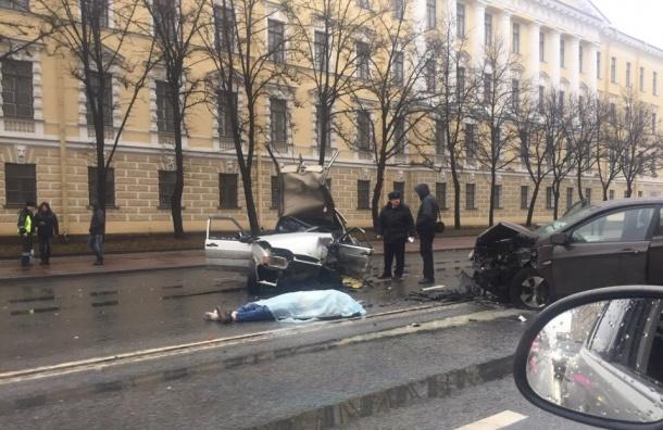 В итоге столкновения 3-х авто наМосковском проспекте вПетербурге умер человек