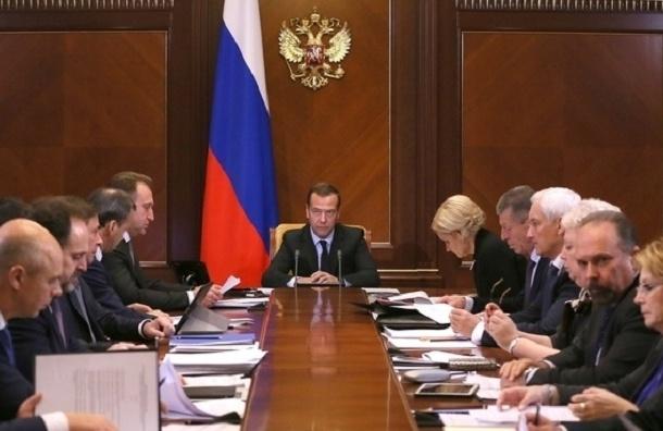 Медведев запретил госорганам требовать справки у граждан